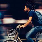 Photo de cycliste en ville